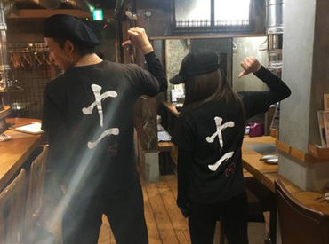 *:.。大人気!!オリジナルTシャツを着てお仕事。.:* 黒を基調にスタイリッシュな格好です! オシャレしながら働けるのも魅力♪