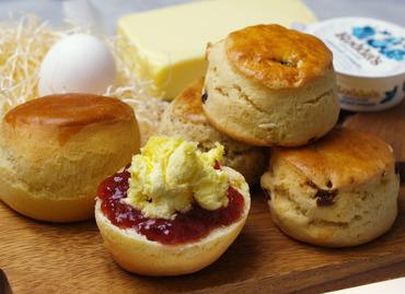 こちらはメイン商品のスコーン!バターとバターミルクの2種類のバター素材を使用したふわふわ生地が特徴です♪
