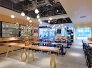 明るく開放的な店内で特別なひととき。やわらかい陽射しが人々を包みこむ、ゆとりのCAFE&DINING◎