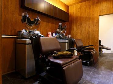 \最大時給1650円!! カットできる方大歓迎♪/ *7月にNewオープンのヘアカラー専門店* 髪・服・アクセサリー・ヒゲなどALL OK◎