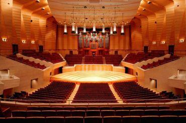 【音楽ホールでの受付案内】一流のサントリーホール等で働きませんか♪おもてなしの心と素敵な笑顔でお客様をお迎えしましょう!