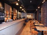 ≪日本橋よこやま町店≫ 2店舗共、カウンターとテーブル数席◎ 店内にはモニターがあり、 スポーツ観戦もできちゃいます!