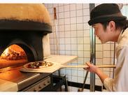 ピッツァを焼いたり、生地を伸ばしたり、食材準備以外にも専門的な技術も習得できてスキルアップにつながります☆