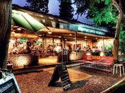\人気の街、吉祥寺から徒歩6分!/ 井の頭公園内にあるおしゃれタイ料理CAFE☆四季折々の景色に囲まれながら働きませんか?