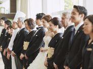 新郎新婦様やゲストの方を笑顔でお迎えするお仕事です。