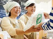 <女性が多数活躍する職場です> 店長も副店長も女性! パンやお菓子が好きな女性スタッフが活き活きと働いています。