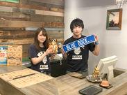 当店のシンボル、ブルドッグTシャツはメンバーだけでなくお客様からも大好評☆学生・フリーターSTAFF活躍中!