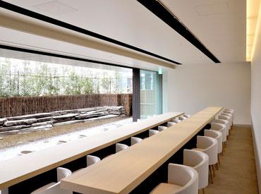 【和カフェstaff】老舗料亭が手掛ける上品な和カフェ♪現代美術作家がデザインしたオシャレな店内です。社会保険完備・社割もあります!