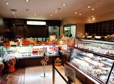 嬉しい社割あり♪お店のスイーツが20%OFF★ 家族や友達の誕生日ケーキなどもオトクに購入できます!!