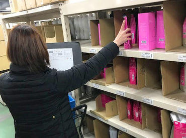 リスト通りにシャンプーやコンディショナーを仕分け&梱包♪ 棚に番号が振ってありますので、未経験さんも大歓迎です!