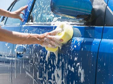 車をキレイにするお仕事☆ 未経験でも始めやすい♪ 洗車のコツも身につきますよ!  ※画像はイメージです。