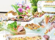 立体的で華やかに盛り付けや料理作りを学べます! 毎回セッティングが変わるので、仕事の度に楽しくなっちゃう♪