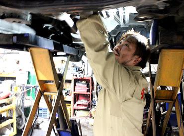 【車整備・点検】『車が好き』なら、未経験もOK★札幌近郊から集められた多種多様な車に囲まれて働けます!!まずは、オイルやタイヤ交換から♪