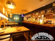 ★一軒家の本格オイスターバー 1Fはオープンキッチンのバルスタイル、 2Fは落ち着いた雰囲気のダイニングスペースです♪