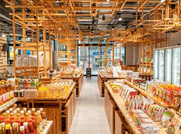 スーパーマーケット感覚だけど、おしゃれでちょっとレアな環境◎ レジ・接客・陳列など単純な業務ばかりで初心者にもおススメ♪