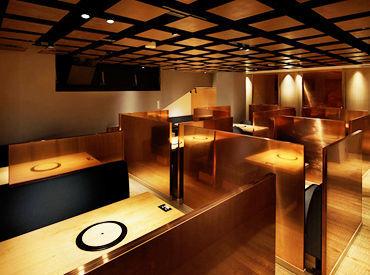【青山店】 路地裏にたたずむ隠れ家のような青山店 全席仕切りのある個室、半個室で 大人のプライベート空間が広がっています!!