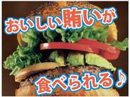 人気メニューもまかないで★野菜たっぷり&ボリューム満点のバーガーは、お客さまにもスタッフにも大好評♪