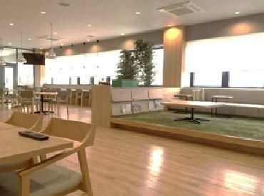 とにかく綺麗な休憩所! カフェのような雰囲気で、足を伸ばしてくつろげます◎ コロナ対策もばっちりなので皆さん安心です♪
