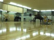 業務は音楽&ダンス スタジオの受付・予約管理・簡単な機材運び・駐車場誘導など…音楽に囲まれて働けます!