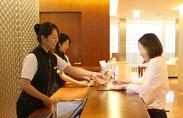 勤務地はホテル最上階♪英語が得意な方が活躍できる場もありますよ◎20代を中心に、未経験スタートのスタッフも多数活躍中!
