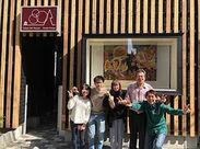 その名の通り、絵画などのアートを飾ったオシャレ空間◆+゜海外からのお客様がメインですが、語学力は一切不問です♪