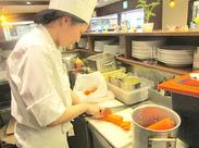 レトロでかわいい洋食屋さんで働こう♪ ≪週1日~×梅田駅直結≫で働きやすさバツグンです!!