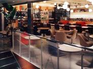 オープンキッチンのある88席の開放的な店内は、Staffにも仕事がしやすい(歩きやすい)と好評です。