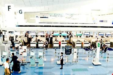 【空港ポーターStaff】チェックインカウンターでの荷物補助のお仕事♪乗客として乗っているときにはわからなかった飛行機の裏側ものぞけちゃうかも★