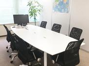 2年前に移転したばかりの、綺麗なオフィス◆少数精鋭ですが、組織体制がしっかりしているので働きやすい環境です◎