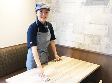 今までの吉野家とは違う印象のお店♪ カフェみたいな雰囲気とカワイイ制服がスタイリッシュ★