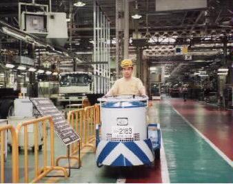 【組立ラインの部品供給】大手自動車メーカー内で、製造ラインへ部品を供給するお仕事♪☆社保完備・マイカー通勤OK☆お休みもしっかりありますよ!