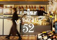 横浜ベイクウォーターにあるオシャレなお店♪駅直結なので通いやすさもバッチリ◎パーティーなども開かれる人気店です!
