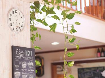 【カフェSTAFF】リニューアルOPEN!!第1期生を大量採用中★<コーヒーちょうだい^^>と言われた数だけ収入UP◎大学生やWワーク希望も大歓迎!!