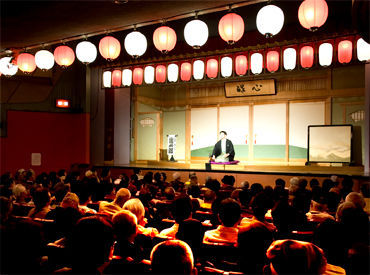 有名人も多数出演◎ <浅草演芸ホール>は、都内に4つしかない、落語が1年中聞ける場所のひとつです!
