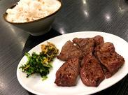 仙台名物の牛タン焼き♪もちろんまかないでも食べられます♪一生懸命働いた後は美味しいまかないでおなかを満たそう♪