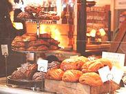 人気のベーカリーショップで働こう♪(写真はイメージ) お店の外観も可愛い!オシャレな空間ですよ◎