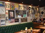 店内は、まるで70~80年代のアメリカ西海岸の飲食店。働くスタッフまで、ワクワクしてしまう空間です♪≪ビバリー≫