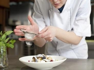 【調理(キッチン)STAFF】短期2ヶ月~OK! ≪稼げるッ★カフェの調理(キッチン)のお仕事≫ 高時給をご用意しました♪
