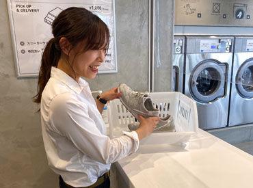 昨年11月にOPENしたばかりの綺麗な店舗でのお仕事♪ 白を基調とした清潔感のある店内です!! オシャレな雰囲気で働けますよ☆