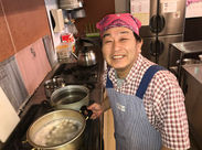 シニア世代活躍中! 「簡単な調理なのでどなたでもできると思いますよ。 もちろんわたしも丁寧にお教えします◎」
