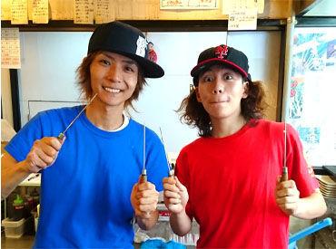 『夢の為に頑張るあなたを応援します♪』 イケメン店長(左)は元バンドマン! だから、芸能活動やバンドなど、本業への理解も◎
