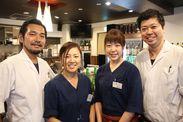 一番左が店主の遠藤さん♪ ≪遠藤さん厳選の日本酒とお料理≫を、お店で提供しています◎ 土日は二児のパパとして子育て奮闘中!