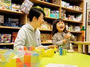 ≪未経験OK≫「おもちゃコンシェルジュ」として、子どもたちに遊び方を説明したり、保護者にゲームの楽しさを伝えてください。