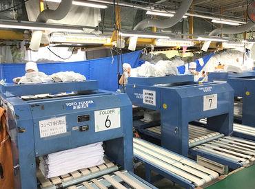 ≪簡単な秘訣はこちら!≫ 大きなタオルやシーツは広げて機械に通すだけ★ 綺麗にたたまれてでてくるので、後は袋に詰めるだけ!