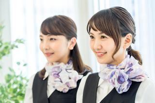 【受付STAFF】大人気★トレンド商業施設での受付スタッフ20~30代の5名の女性スタッフが在籍!日々2~3名体制で運営しています◎