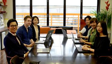 【事務スタッフ】★博多駅から徒歩5分!メンバーは若手が多く、風通しの良いアットホームな職場です。新拠点を0から一緒に創っていきましょう!