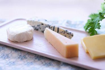 【チーズの製造補助】『バイトの経験ありません!』そんな方の大歓迎♪丁寧に研修制度あり!深夜時給は1250円!短時間でしっかり稼げます☆