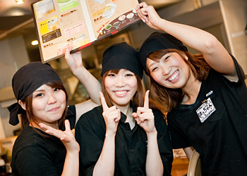 【ホール・キッチン】まずは笑顔でお客様をお出迎えできればOK★≪牛角≫未経験スタートばかり!楽しい毎日をココで一緒に過ごしませんか?