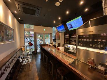 オシャレな店内も自慢のひとつ* のびのび働ける環境で カフェ/バーの店長や自分のお店を目指しませんか★