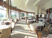 ゴルフ倶楽部内にあるレストランのスタッフを大募集♪ゆったりと接客したい方必見です!